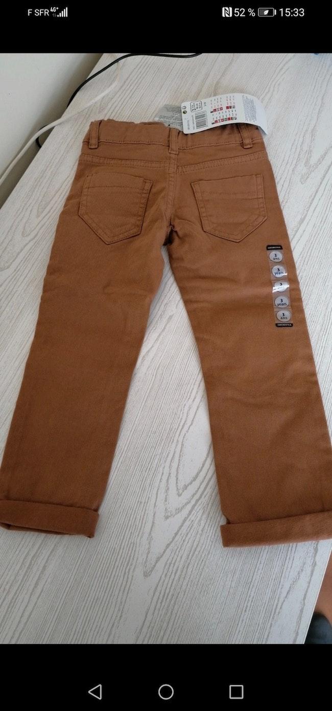 Pantalon 3 ans neuf avec étiquette
