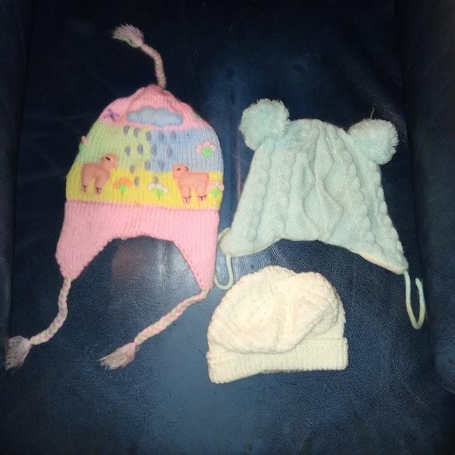 3 bonnets fille 3-6 mois