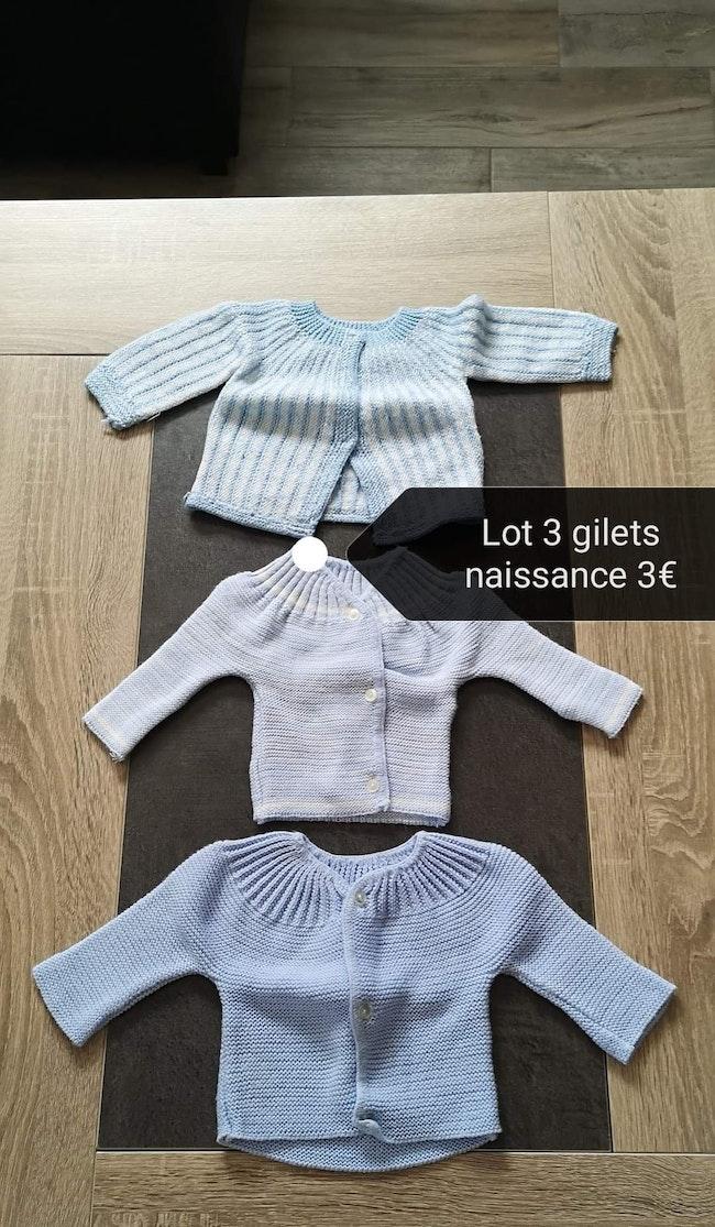 Lot bodys + gilets de laine 1 mois