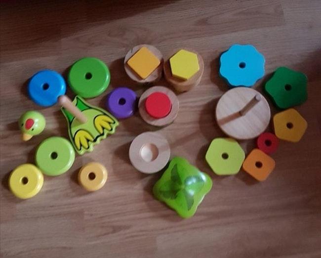 Lot jouets en bois à encastrer
