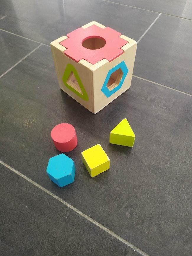 Jouet en bois forme marque Toys r us