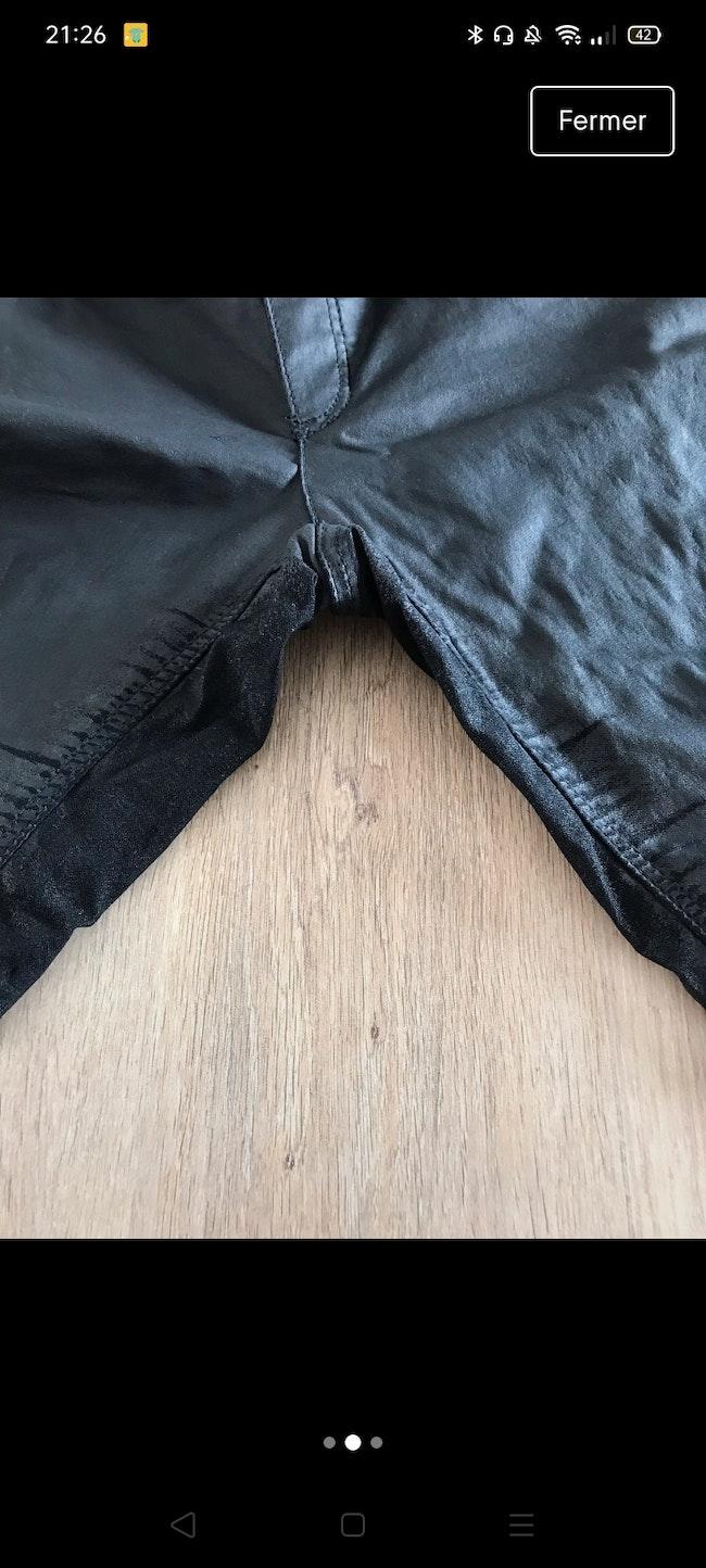 Pantalon noir effet cire de grossesse