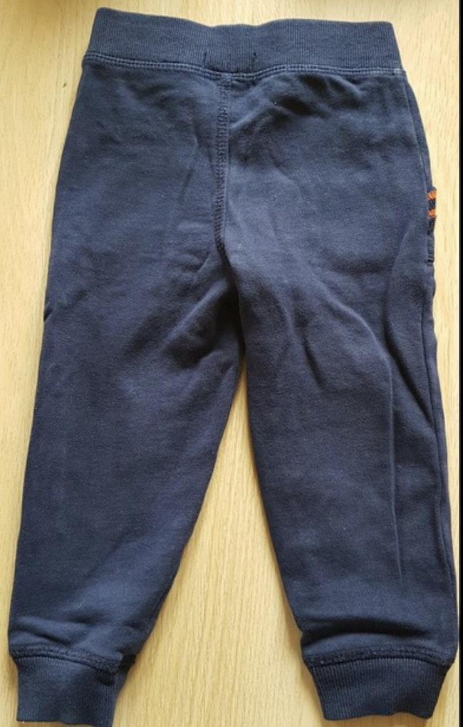 Jogging complet 2 ans ( pull + pantalon )
