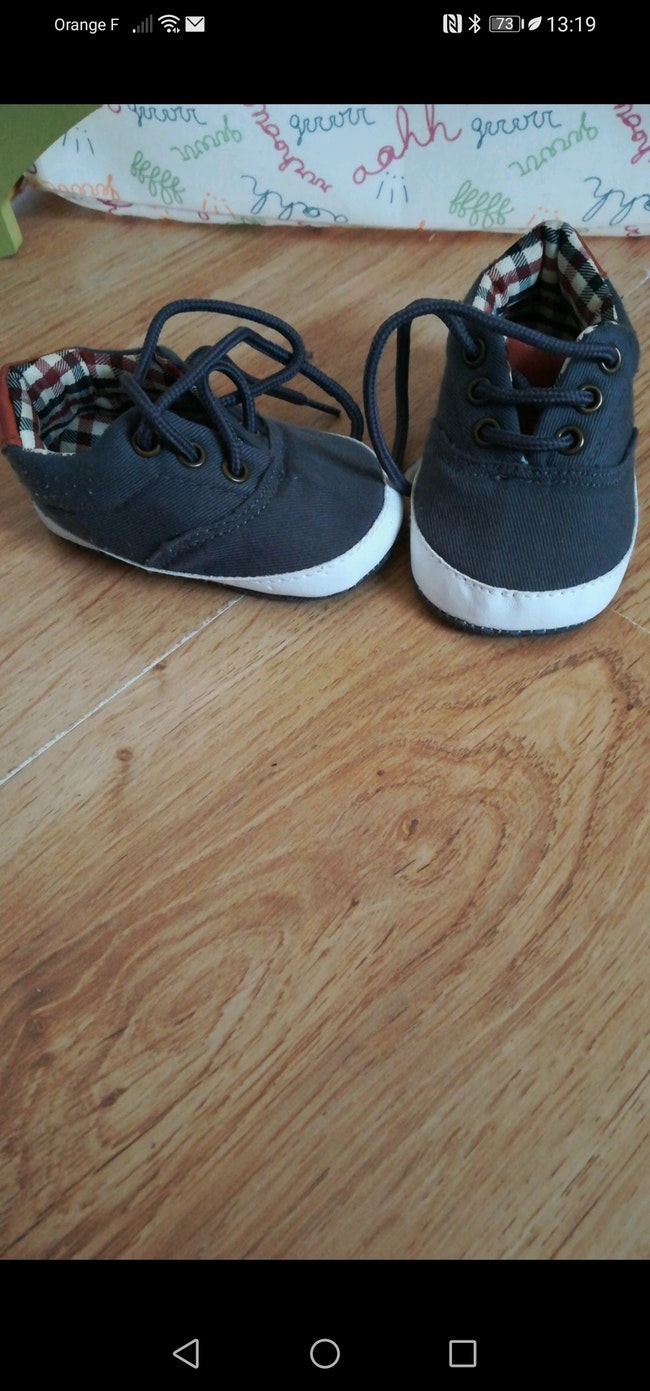 Chaussures taille 0/3 mois