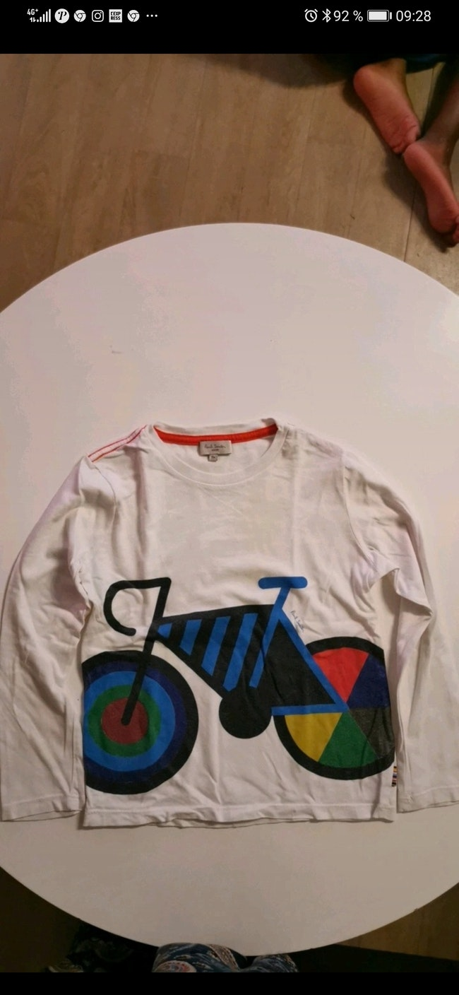 Tee-shirt manche longue Paul Smith taille 6 ans.