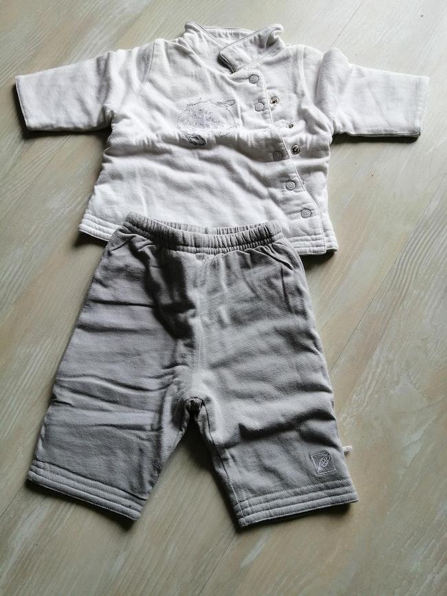 Ensemble pantalon et sweat 1 mois