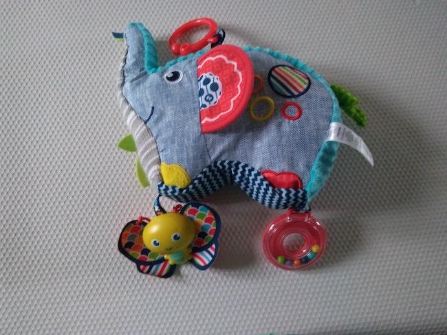 Jouet d'éveil 1er âge éléphant