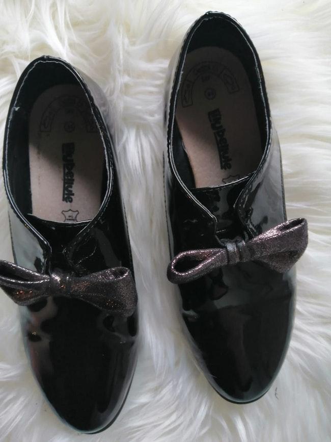 Chaussure fille vernis noir.