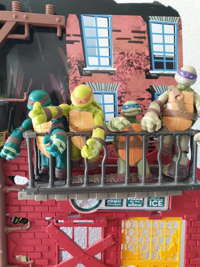 Gros lot tortues ninja, leur repaire & camion