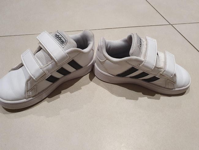Baskets Adidas superstars 24