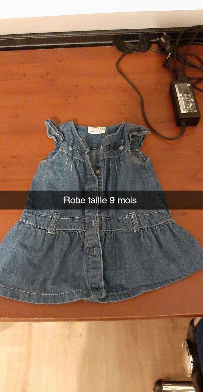 Bonjour je vend vêtement de fille taille 9 mois