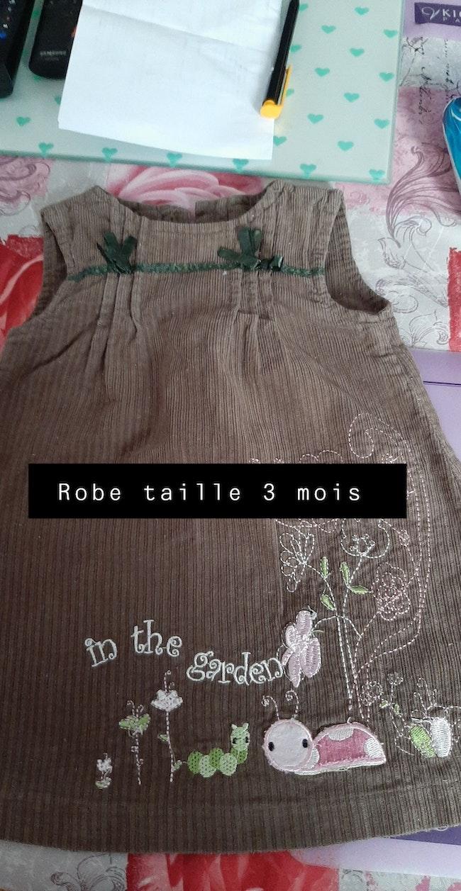 Bonjour je vend vêtement de fille taille 3 mois