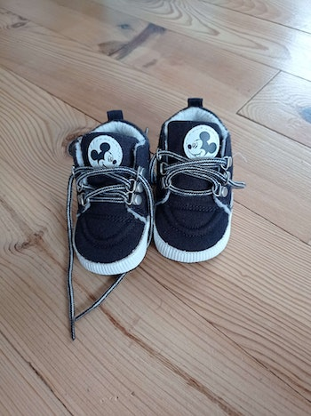 Petites chaussures mickey