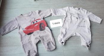 Lot pyjamas 1 mois + bonnet + chaussons