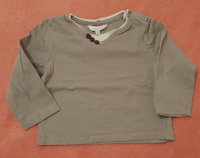 T-shirt gris boutons