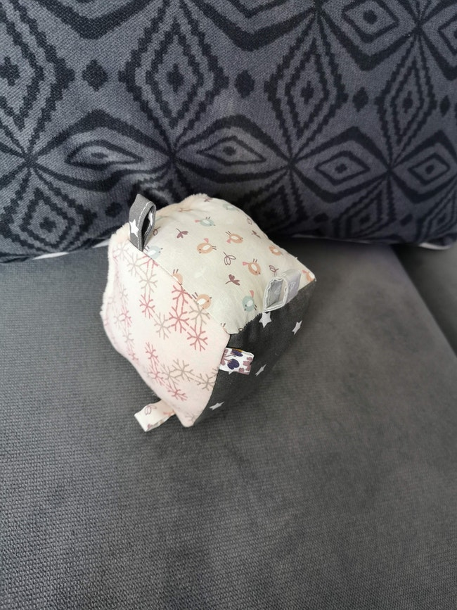 Cube en tissu Montessori