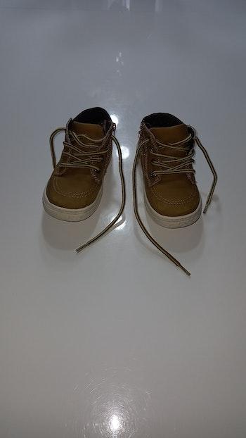 Lot chaussure garçon taille 23
