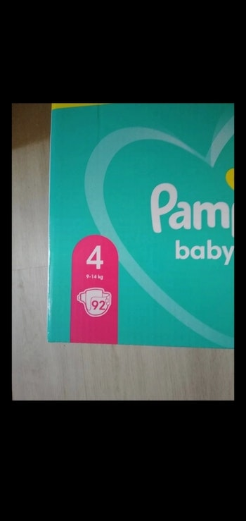 92 couches Pampers taille 4 9/14 kgs neuf