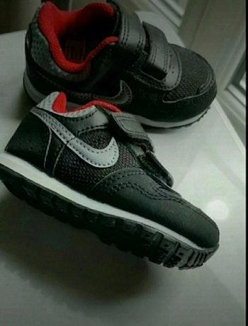 Baskets Nike bébé  Pointure 18,5