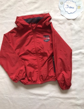 Coupe vent rouge - taille 3 ans