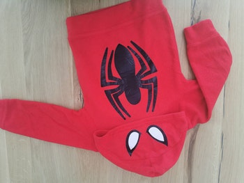 Pull rouge spiderman
