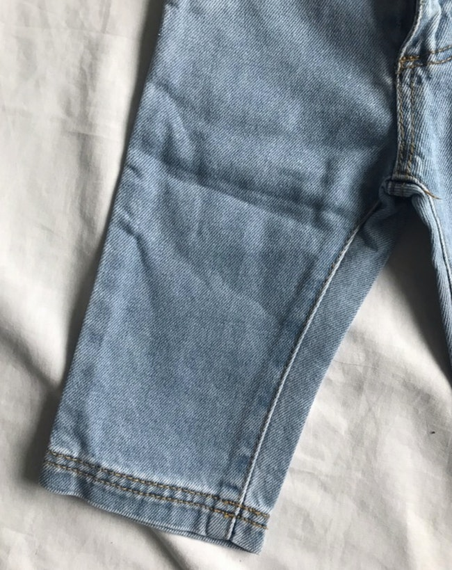 Jean bleu clair en denim - taille 9/12 mois