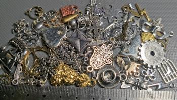 Lot de 60 charms touts différents métal argenté