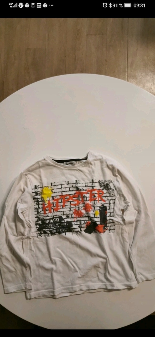 Tee-shirt manche longue 3 Pomme taille 6 ans.