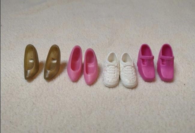 Poupées, vêtements et chaussures
