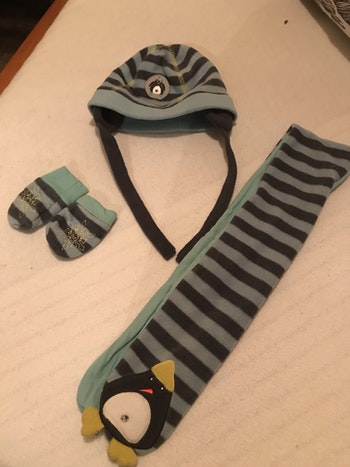 Ensemble bonnet, gants et écharpe bébé