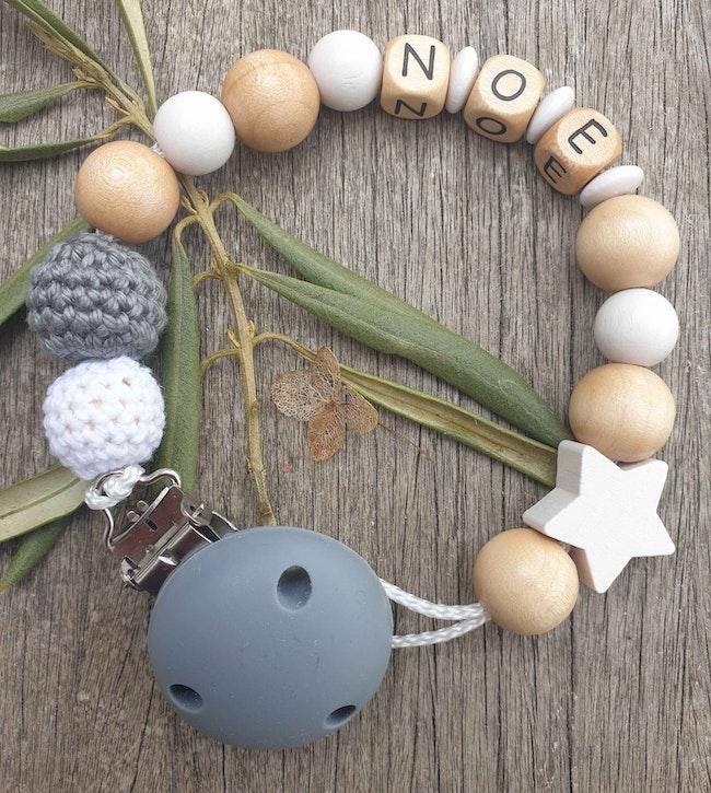 Attache tétine perle naturelle