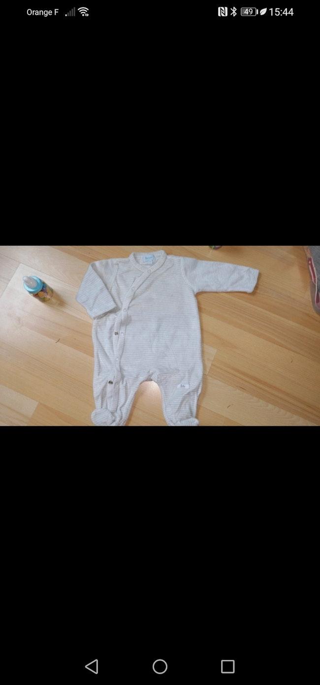 Pyjama naissant
