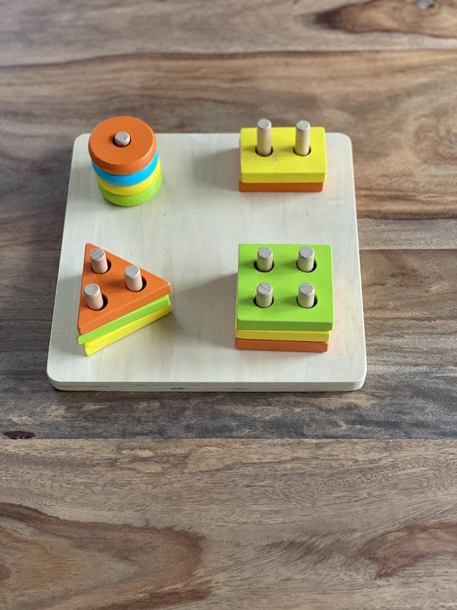 Tablette à ranger formes et couleurs