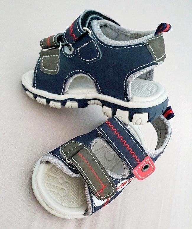 Sandales bleu et rouge