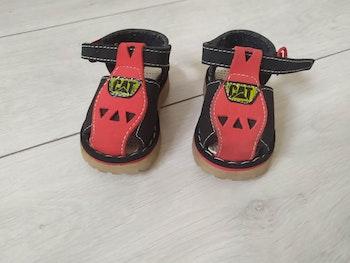 Chaussures / sandales  taille 19 de marque CAT..