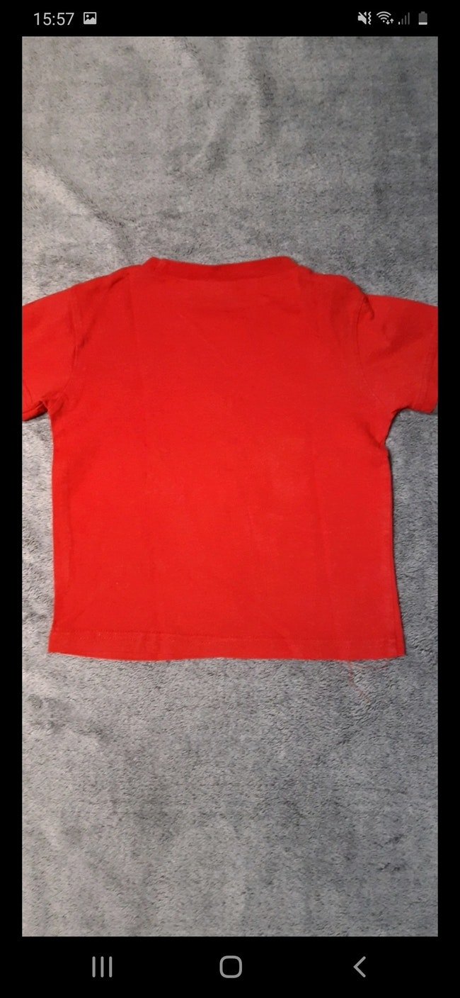 Tee-shirt rouge et gris taille 3 ans