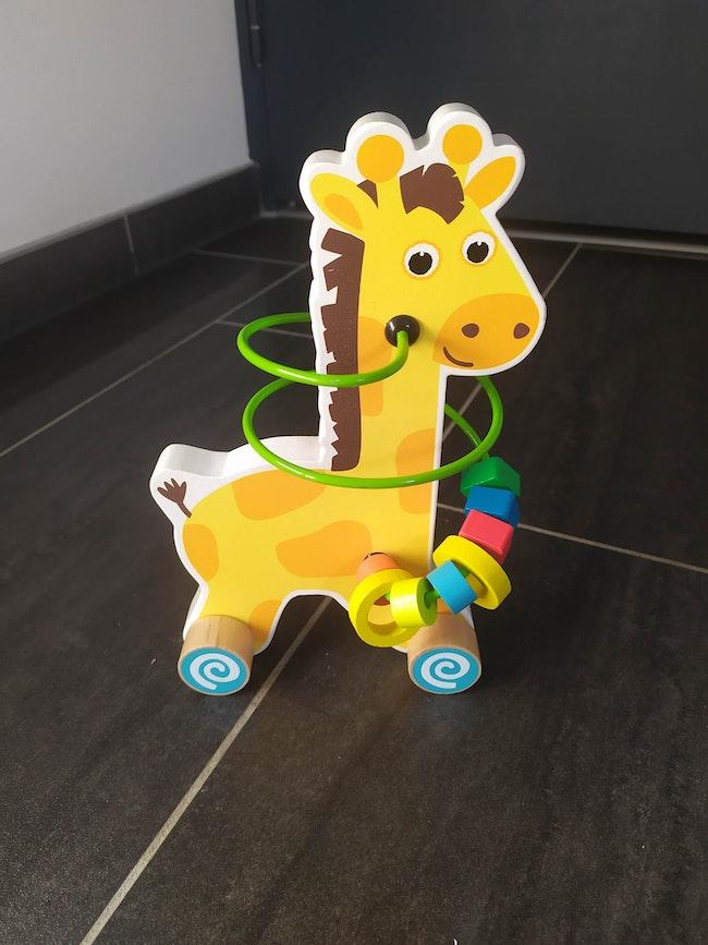 Jeu en bois avec spirales. Giraphe qui roule.