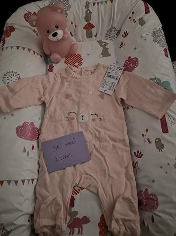 Pyjama rose 1 mois neuf