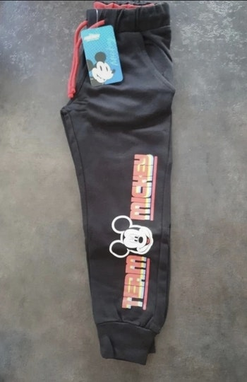Neuf Jogging mickey Disney noir taille 4 6 et 8ans