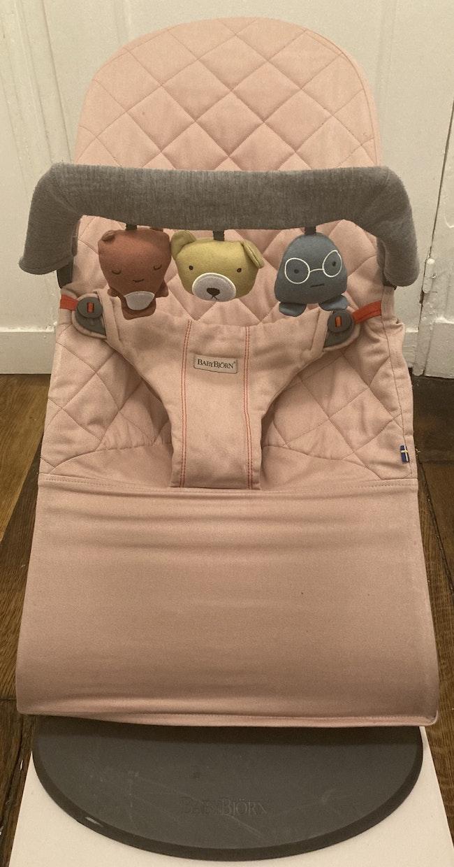 Transat rose pâle avec jouets Babybjörn