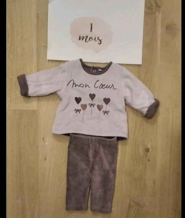 Lot vêtements bébés filles 1 mois automne/hiver