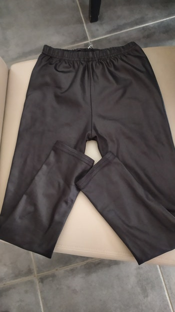 Legging en simili cuir. Taille 6 / 7 ans