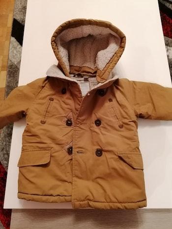 Beau manteau très chaud et imperméable