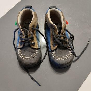 Chaussures premiers pas kickers P21