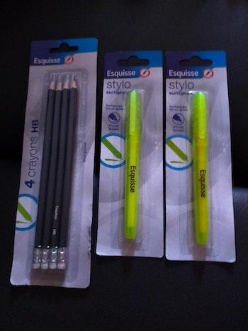 Stylos surligneur et crayons HB