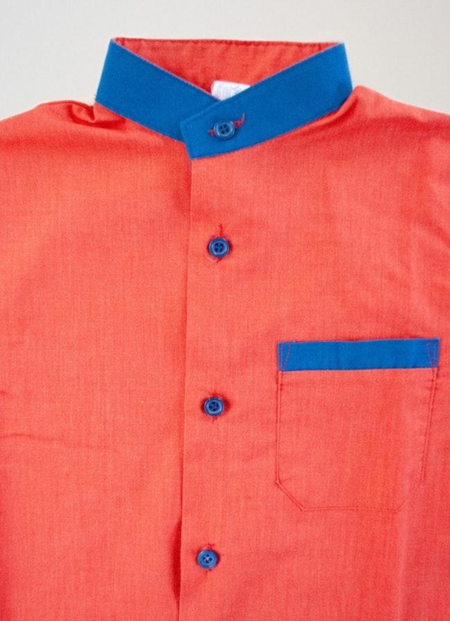 Chemise col mao et boutons bleus