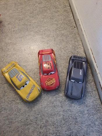 3 boîtes à crayon cars