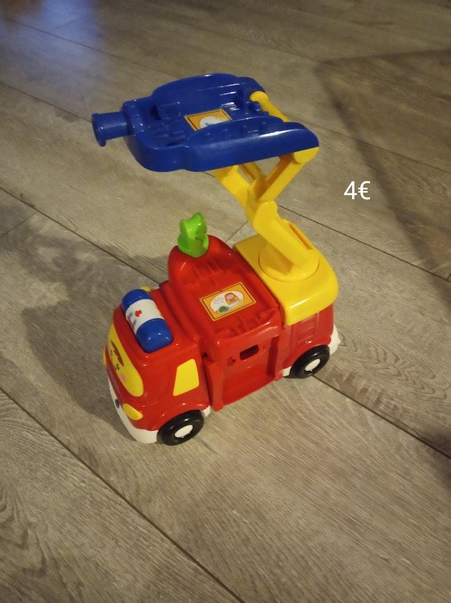 Camion de pompier et voitures