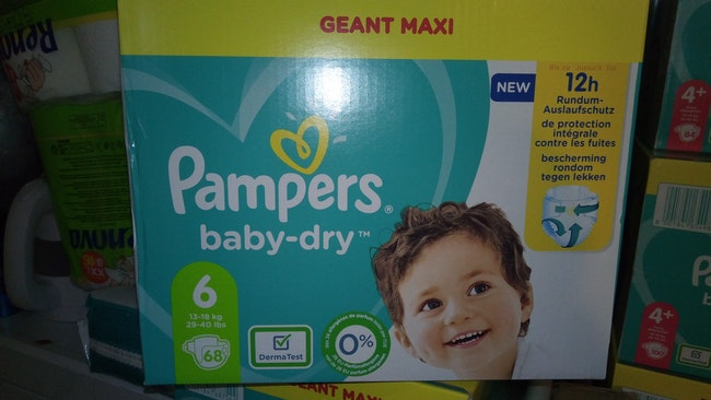 148 couches pampers Taille 6