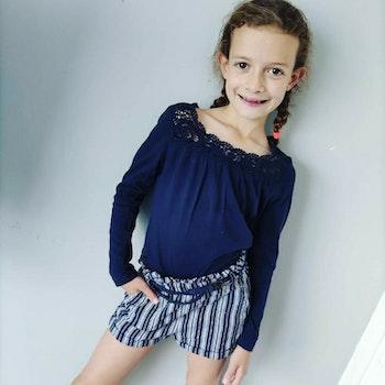 6 ans fille ensemble Teeshirt et short avec ceinture